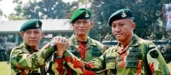 Komandan Brigif 1 PIK / JS Kol. Inf Sonny Aprianto (tengah) Letkol Inf. Ganda Simatupang (kiri) Letkol Inf. Ali Aminuddin (kanan)
