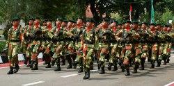 Sejumlah prajurit melakukan defile di Makoyon 201 / Jayayudha